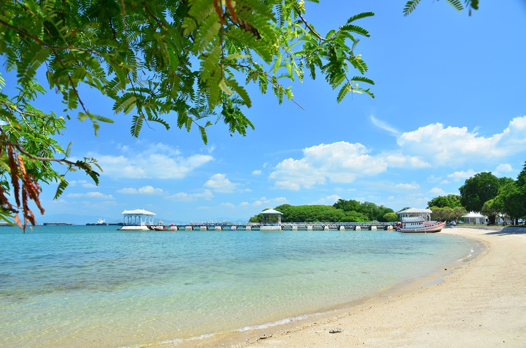 เกาะสีชัง เป็นแหล่งท่องเที่ยวอีกหนึ่งทางเลือก ที่พิเศษไม่เหมือนใครอย่างแน่นอน