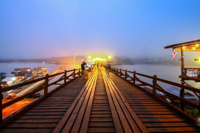 สะพานมอญ สายหมอก สะพานไม้ที่ยาวที่สุดในประเทศไทย