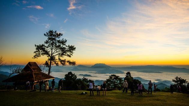 อุทยานแห่งชาติห้วยน้ำดัง จังหวัดเชียงใหม่ ขึ้นดอยสัมผัสธรรมชาติแบบ 360 องศาดูแสงแรงกยามเช้า