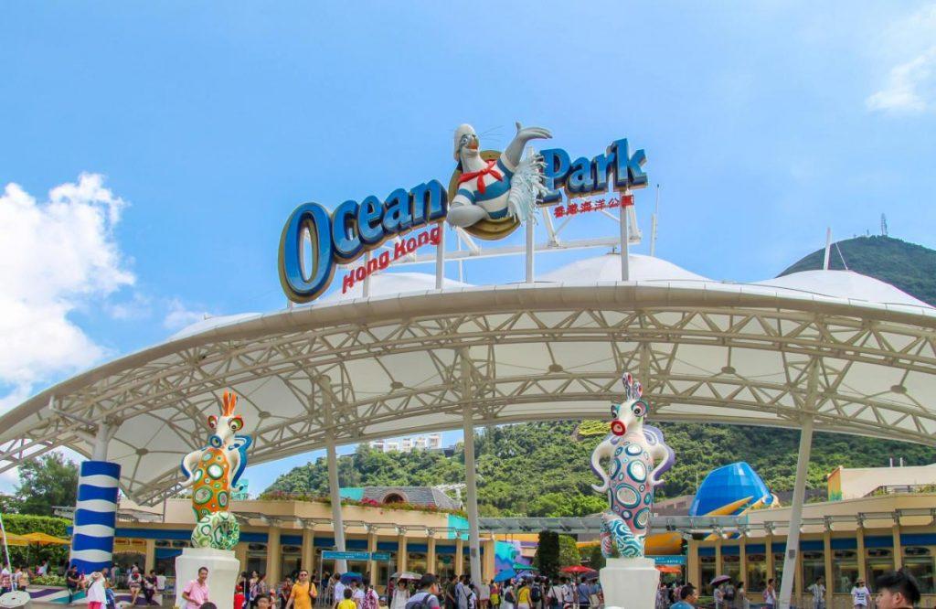 Ocean Park Hong Kong สวนน้ำและสวนสนุกคู่แข่ง Disneyland