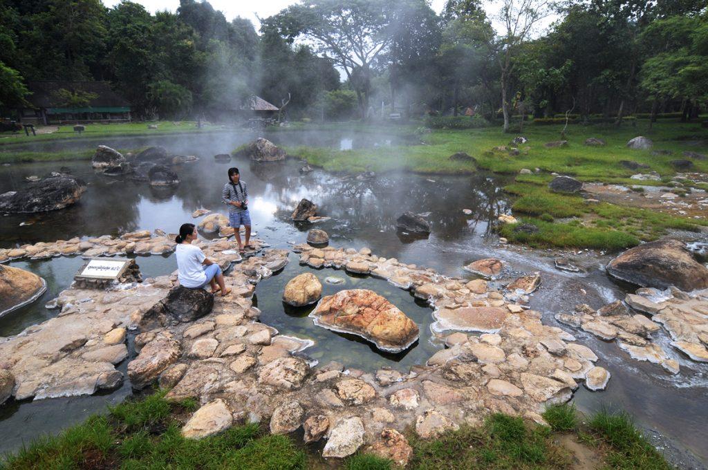 อุทยานแห่งชาติแจ้ซ้อน จังหวัด ลำปาง มารับไอร้อนจากบ่อแร่ธรรมชาติและชิมไข่ต้มแช่น้ำแร่
